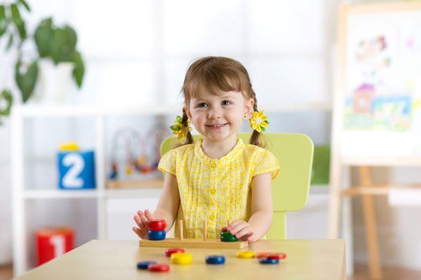 Jucării educative pentru copiii de vârsta 1 – 3 ani: 5 idei de jocuri atractive pentru junioriifamiliei